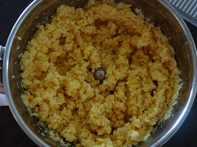 grind toor dal and channa dal for nuchinunde or nucchinunde